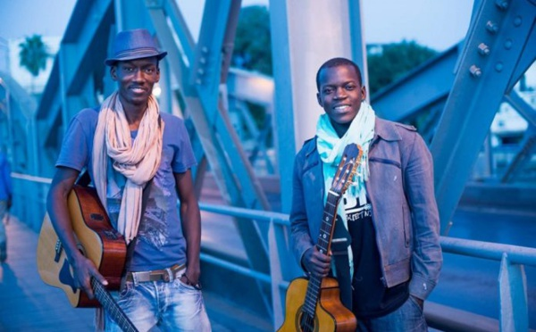 Musique: le duo Saint-Louisien LBK en concert au Garage Café, en France.