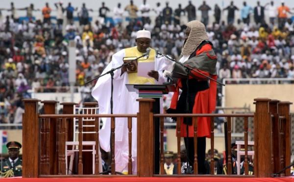 Gambie: le président Barrow libère tous les détenus sans jugement