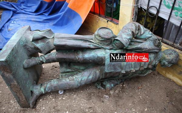 Effondrement de la statue de Faidherbe : chute spectaculaire ou déboulonnage ? (Vidéo)