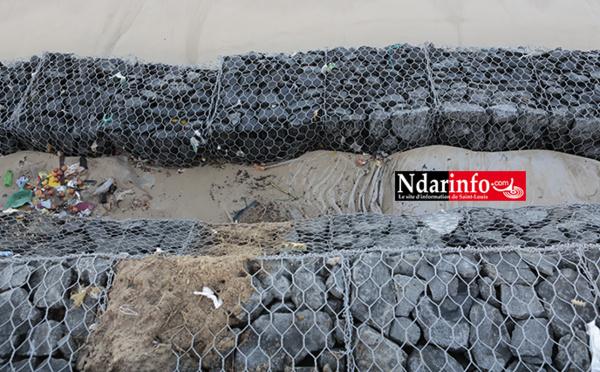 FURIE DES VAGUES : des fondements de la digue de protection s'enlisent (vidéo – photos)