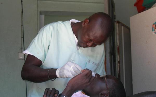 """""""Un manque criard"""" de chirurgiens-dentistes au Sénégal"""