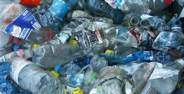 """La loi sur le plastique sera appliquée """"dans toute sa rigueur"""" ( ministre)"""