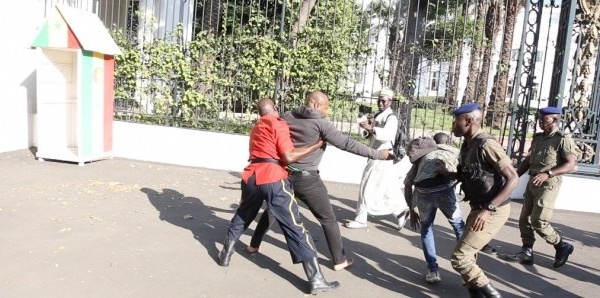 Protestation contre la hausse de l'électricité :  Arrêté devant le palais, Guy Marius Sagna gardé à vue au commissariat du Plateau