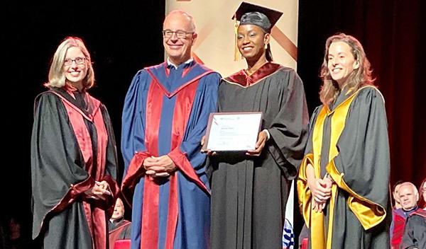 ENAP : Sophie Diallo remporte le prix Roland-Parenteau et la prestigieuse médaille d'or du Gouverneur général du Canada