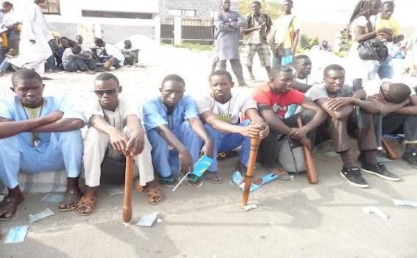 """Affaire Béthio Thioune : les """" thiantacounes """" manifestent dans la banlieue de Dakar"""