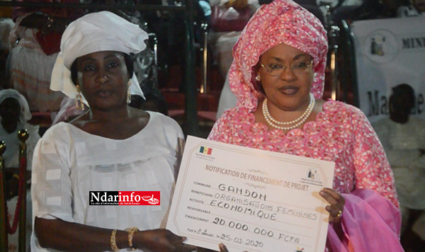 AUTONOMISATION DE LA FEMME : Ndèye Saly Diop DIENG remet 100 millions FCFA et des équipements de productions aux GPF de Saint-Louis (vidéo)