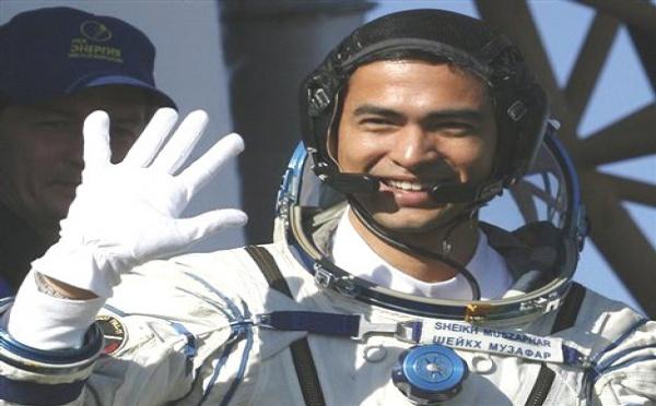 VIDEO| Un astronaute musulman réalise l'adhan et fait la prière dans l'espace.