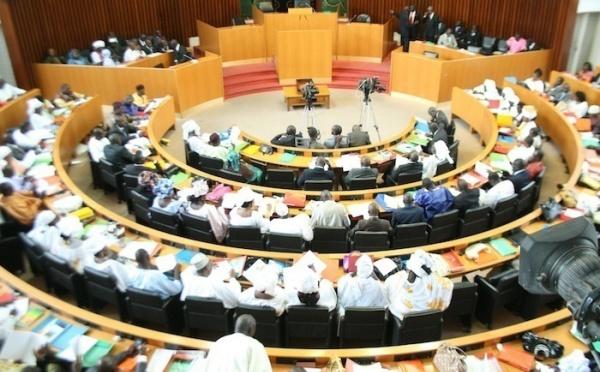 Les députés libéraux et des non-inscrits déposent une motion de censure contre le gouvernement