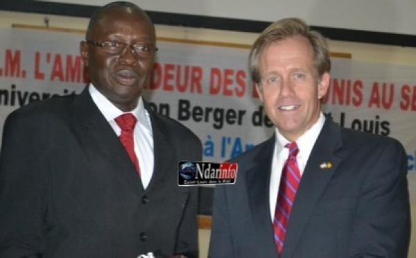Visite de SEM Lewis Lukens à l'UGB, le recteur de l'UGB salue la qualité de la relation sénégalo-américaine.