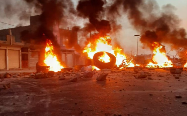 Front à l'UGB : 4 étudiants blessés, un bus incendié (photos)