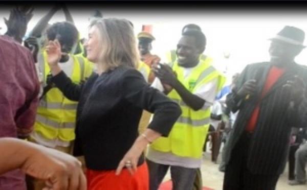 [VIDEO] Saint-Louis: L'Ambassadeur de l'UE se met au ''Thiakhagoune''. Regardez.