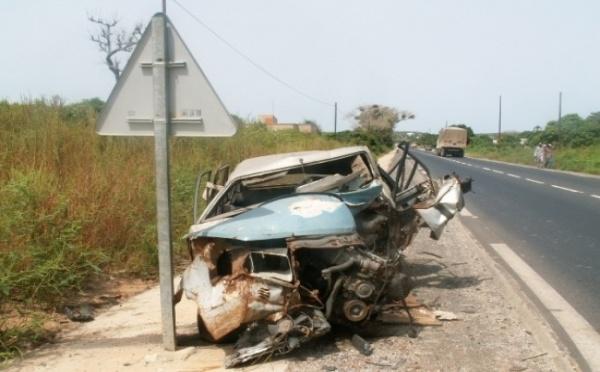 URGENT – Une collision entre 2 véhicules à l'UGB fait deux graves blessés.