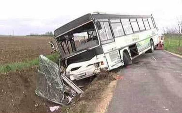 Saint-Louis: Un bus se renverse et fait 2 morts, une vingtaine de blessés.