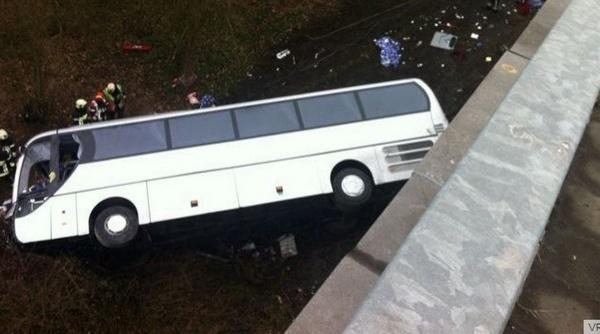 UGB : une caravane se renverse, deux étudiants blessés.
