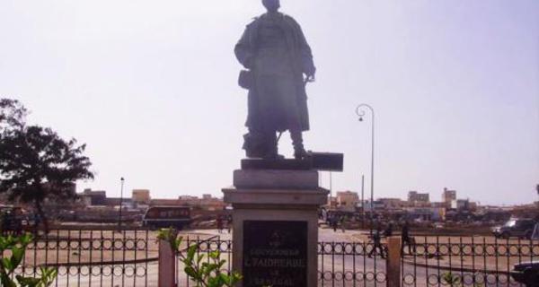 À Saint-Louis du Sénégal, la statue de la discorde (France 24)