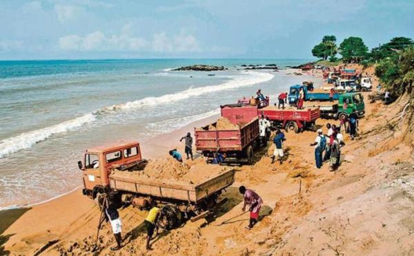 ALERTE - GANDIOL - DIGUE DE PILOTE BARE : un camion et deux bulldozers s'enlisent.