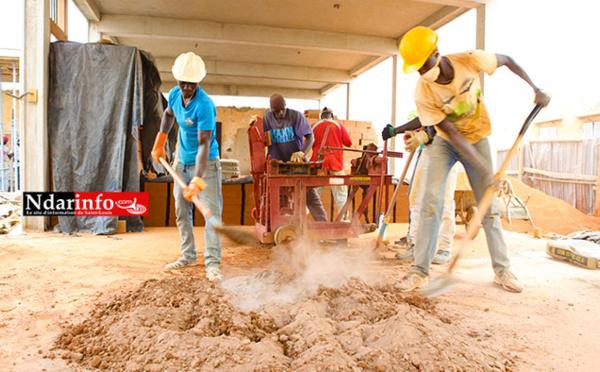 Chantier-école « DIAPALANTE » : des artisans locaux impliqués dans la conservation du patrimoine Saint-Louisien.