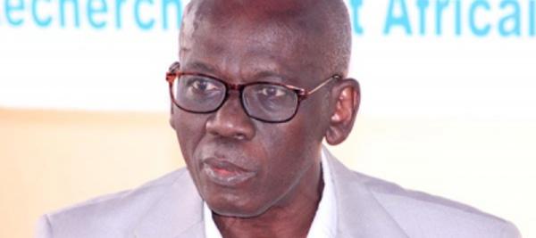 Mamoussé Diagne décrit la culture comme soubassement du développement.